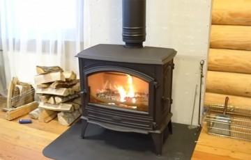 Камин в деревянном доме: установка и безопасность
