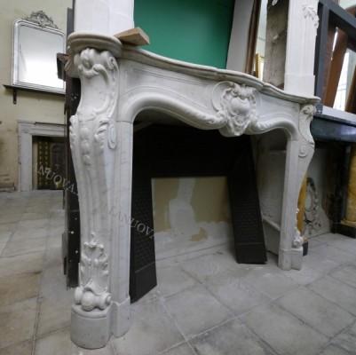 Камин антикварный мраморный (каминный портал) Villa Nuova B042843