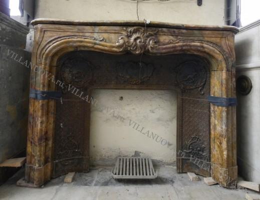 Камин антикварный мраморный (каминный портал) Villa Nuova B043076